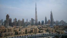 Burj Khalifa y Dubai céntrico en el vídeo común de time lapse de la cantidad del amanecer almacen de video
