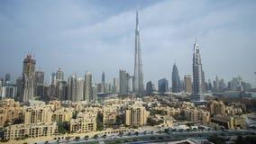 Burj Khalifa y Dubai céntrico en el vídeo común de time lapse de la cantidad del amanecer almacen de metraje de vídeo
