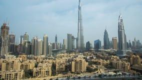 Burj Khalifa y Dubai céntrico en el vídeo común de time lapse de la cantidad del amanecer metrajes