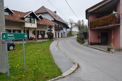 Burja del viento de Nanos del soporte de la región de Notranjska del pueblo de Razdrto Eslovenia foto de archivo libre de regalías