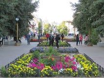 Burjatien Eine der Straßen des Sommers Ulan-Ude lizenzfreie stockbilder