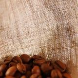 burlap ανασκόπησης καφές Στοκ Φωτογραφίες