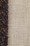 burlap φασολιών ανασκόπησης καφές Στοκ Εικόνες