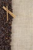 burlap φασολιών καφές κανέλας Στοκ Φωτογραφίες