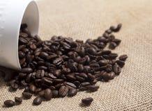 burlap φασολιών στενός καφές επάνω Στοκ Φωτογραφία