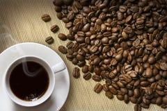 burlap φασολιών φλυτζάνι καφέ Στοκ φωτογραφία με δικαίωμα ελεύθερης χρήσης