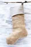 Χειροποίητη burlap γυναικεία κάλτσα Χριστουγέννων Στοκ Φωτογραφία