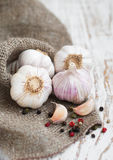 Burlap sack with garlic Royalty Free Stock Images