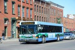 Burlington buss på centret Fotografering för Bildbyråer