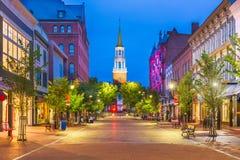 Burlington, Vermont, EUA no mercado da rua da igreja imagens de stock