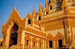 burma myanmar relikskrin Arkivbilder