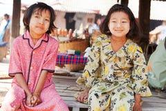 Burmese flickor Arkivbild