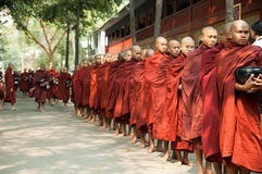burmese mandalay monksmyanmar procession Arkivbilder