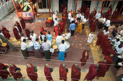 burmese mandalay monksmyanmar procession Royaltyfria Foton