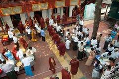 burmese mandalay monksmyanmar procession Royaltyfri Bild