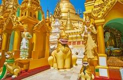 Burmese Nat statyer i Shwedagon, Yangon, Myanmar royaltyfri foto