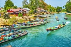 Burmese by på Inle sjön, Myanmar Royaltyfria Foton