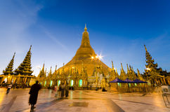 Burmese's fate for Shedagon Pagoda at twilight, quinquennial pre Stock Photography