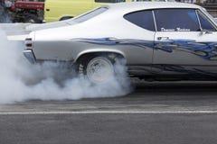 Burn-out de course de dragsters image stock