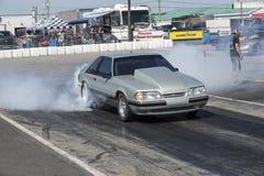 Burn-out de mustang de Ford Photos stock