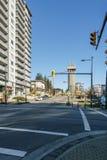 BURNABY KANADA, LISTOPAD, - 17, 2019: budynki mieszkaniowi i uliczny widok na pogodnym jesie? dniu w kolumbia brytyjska fotografia stock