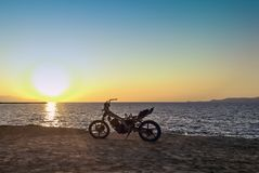 Burned abandoned motorcycle on the beach - Zakynthos / Zante island Royalty Free Stock Photos