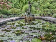 Burnett Fountain im Sommer stockbild
