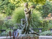 Burnett Fountain im Sommer lizenzfreies stockfoto
