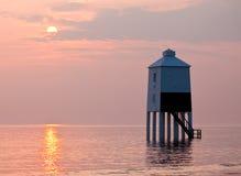 Burnham auf Meer - Leuchtturm während des Sonnenuntergangs Stockfotografie