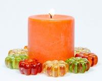 Burning anaranjado de la vela Fotos de archivo