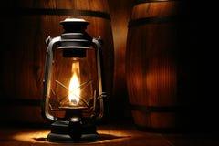 Burning antigo velho da lanterna do petróleo de Kerosne Imagem de Stock