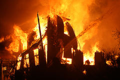 Burning de la casa Imagen de archivo libre de regalías