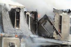 Burning de la casa Fotografía de archivo libre de regalías