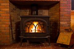 Burning de madera del fuego de la estufa Foto de archivo libre de regalías