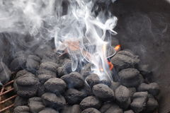 Burning do carvão vegetal Fotos de Stock Royalty Free