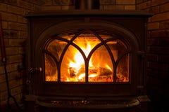 Burning en bois du feu de fourneau Images libres de droits