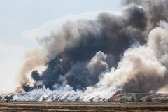 Burning garbage heap of smoke Stock Photography