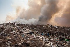 Burning garbage heap of smoke Royalty Free Stock Images