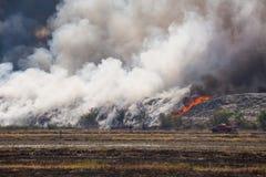 Burning garbage heap of smoke Stock Photography
