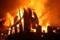burning hus royaltyfri bild