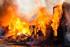 burning hus Arkivbilder