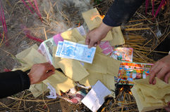 Burning paper money Royalty Free Stock Photography