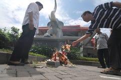 burning pengarpapper Fotografering för Bildbyråer