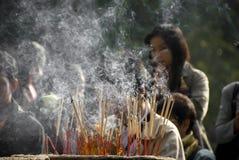 burning rökelse Arkivfoto