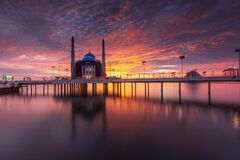 Free Burning Sky At Losari Beach With 2 Mosques On Frame Stock Photography - 199688842