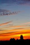 burning stad över soluppgång Arkivbild