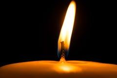 burning stearinljus arkivbild