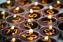 Burning stearinljus från adventkalender Arkivfoto