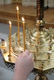 burning stearinljus kyrka Royaltyfria Bilder