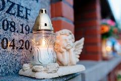 burning stearinljus kyrkogård Royaltyfria Bilder